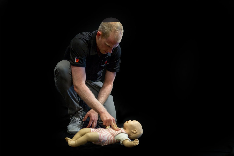 Hatzolah Melbourne Responder Leon Landau and UNIT 36 performing First Aid on infant