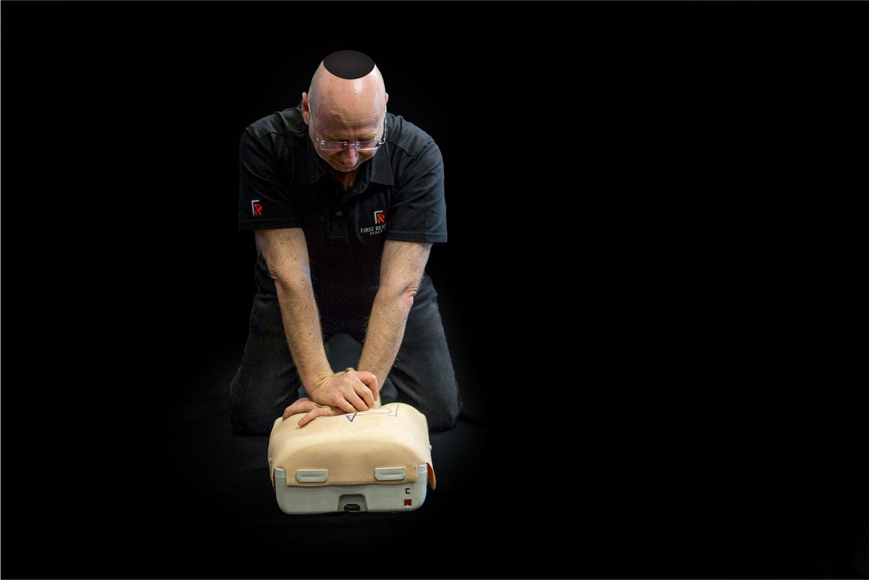 Hatzolah Melbourne Responder Leon Landau Performing CPR