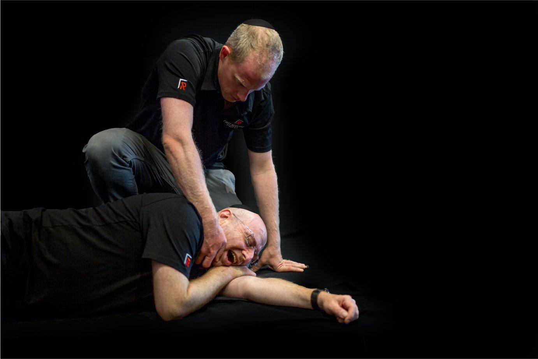 Hatzolah Melbourne Responder Leon Landau and UNIT 36 performing First Aid